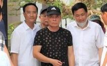 Nghi phạm bắn chết 2 người ở Nghệ An tay không bị còng: Giải thích có gì đó sai sai