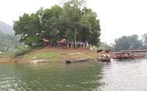 Cán bộ UBND huyện mất tích khi tắm ở hồ Cấm Sơn