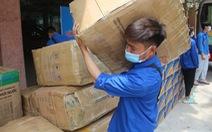 Chuyển hàng ngàn nhu yếu phẩm đến lực lượng tuyến đầu chống dịch Bắc Giang