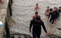 Bé gái 2 tuổi rơi xuống sông Soài Rạp tử vong thương tâm