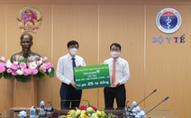 Vietcombank hỗ trợ 25 tỉ đồng mua vắc xin phòng COVID-19