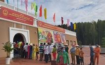 Cử tri bỏ phiếu bầu dưới cột cờ Hà Nội ở cực Nam Tổ quốc