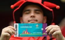 Các CĐV phải trải qua những gì để được vào sân xem Euro 2020?