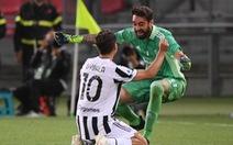 Napoli đánh rơi chiến thắng, Juventus lách khe cửa hẹp để giành vé dự Champions League