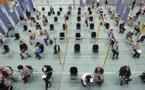 Nhật huy động nhân viên phòng thí nghiệm tham gia tiêm vắc xin