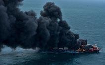 Tàu Singapore chở 1.500 container cháy ngùn ngụt ngoài khơi 6 ngày liền
