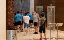 Lo ngại nguy cơ nhiễm COVID-19, tuyển thủ Việt Nam từ chối chụp ảnh chung với khách nước ngoài