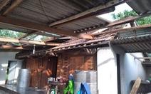 Hàng loạt nhà dân Hà Tĩnh tốc mái, hư hỏng nặng do lốc xoáy