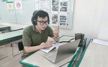 Nhiều trường ở TP.HCM tiếp tục ôn thi trực tuyến cho học sinh lớp 9