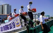 Tàu hải quân chở phiếu bầu cử ra vùng biển chủ quyền