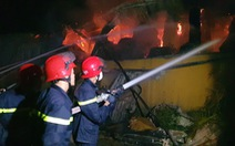 Cháy 3 tiếng không dập nổi lửa, chủ tịch UBND tỉnh đến hiện trường chỉ đạo