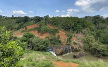 Lại san lấp đất nông nghiệp vì có view nhìn xuống... thác nước