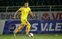 Tiền vệ Phan Văn Đức: 'Là đội trưởng mà  đá thua thấy nặng lắm!'