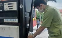 Phát hiện xăng dầu chứa tạp chất, Petrolimex nói do mưa lớn nước tràn bể