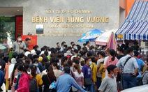 Phần mềm khai báo y tế lỗi, bệnh nhân dồn ứ trước cổng Bệnh viện Hùng Vương