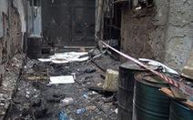Vụ cháy 8 người chết: Nhiều thùng phuy hóa chất chắn lối thoát duy nhất