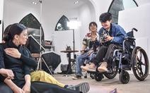 Niềm đam mê nhiếp ảnh trên chiếc xe lăn