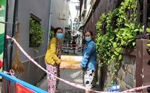 Dân Bình Thạnh mua rau củ tặng các hộ dân khu vực bị phong tỏa