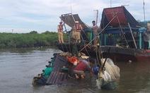 Cảnh sát đường thủy cứu sống ngư dân bị chìm tàu