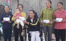 Dù đang dịch COVID-19, vẫn ngồi xe lăn 'đi xin tiền' giúp hàng xóm mua quan tài
