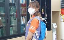 Sinh viên làm áo chống nóng cho y bác sĩ chống dịch