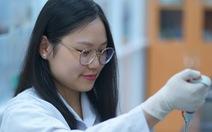 Chinh phục Đại học Harvard và MIT với nghiên cứu chế tạo băng gạc từ vỏ cua mềm
