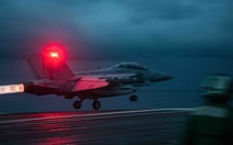 Tiêm kích Mỹ cất cánh liên tục khi tàu sân bay Ronald Reagan vào Biển Đông