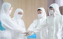 Tặng học bổng 50 tỉ đồng cho con y, bác sĩ điều trị bệnh nhân COVID-19