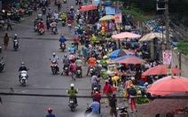 TP.HCM: Mẹ con người bán trái cây ở cổng Công ty PouYuen dương tính COVID-19