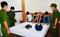 Tụ tập chơi ma túy trong khách sạn, 20 thanh niên bị bắt