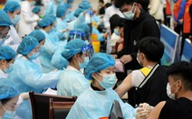 Từ nghi ngờ, tẩy chay, nhiều người Trung Quốc đã đổ xô đi tiêm vắc xin COVID-19