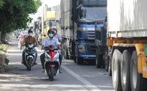 Ùn ứ xe tải tại chốt kiểm soát dịch ở Đà Nẵng