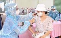 Đi tiêm vắc xin phòng COVID-19, bị tiêm 2 mũi liên tiếp trong 30 phút