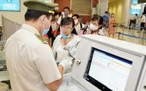 Tăng cường kiểm soát hành khách đi máy bay, tàu hỏa từ TP.HCM đến địa phương khác