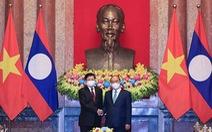 Chủ tịch nước Nguyễn Xuân Phúc hội kiến Tổng bí thư, Chủ tịch nước Lào Thongloun Sisoulith