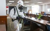 Phun khử khuẩn Trung tâm báo chí TP.HCM bảo đảm an toàn cho phóng viên