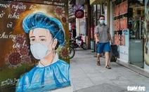 Bốt điện trên phố biến thành tranh cổ động cổ vũ y bác sĩ chống dịch COVID-19