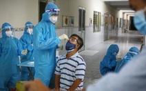 Nữ nhân viên y tế quận Bình Tân nghi mắc COVID-19 sau 15 lần đi lấy mẫu xét nghiệm