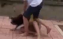 Một nữ sinh lớp 7 bị 4 thiếu nữ thay phiên đánh đập, tung clip lên mạng