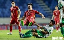 Những pha bóng 'triệt hạ' xấu xí của tuyển Indonesia nhắm vào tuyển thủ Việt Nam