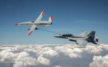 Clip UAV Mỹ tiếp nhiên liệu cho tiêm kích đang bay