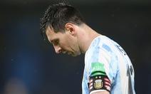 Argentina đánh rơi chiến thắng ở phút 90+4 sau khi dẫn 2-0