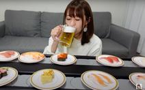 """Người Nhật thuê luôn băng chuyền về nhà để """"ăn như ở nhà hàng"""""""