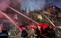 Cháy lớn trong hẻm phong tỏa ở quận 3, 2 nhà bị thiêu rụi, 3 căn khác cháy sém