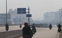 Sài Gòn giãn cách ít xe đi, sao trời vẫn mờ mịt tới gần trưa?