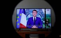 Pháp: muốn đi xem phim, đi tàu hỏa, máy bay phải có 'giấy thông hành'