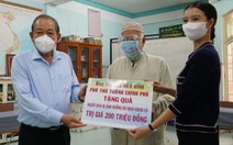 Phó thủ tướng Trương Hòa Bình tặng quà đồng bào Chăm gặp khó khăn do COVID-19