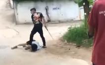 Điều tra vụ nam sinh cầm gậy 3 khúc hành hung, bắt bạn quỳ gối để đá vào mặt