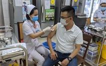 Nên huy động cả y tế tư nhân tham gia tiêm chủng COVID-19