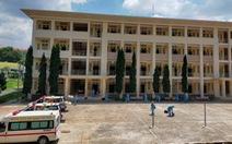 Các bệnh viện dã chiến và điều trị COVID-19 mong được chi viện xe cứu thương